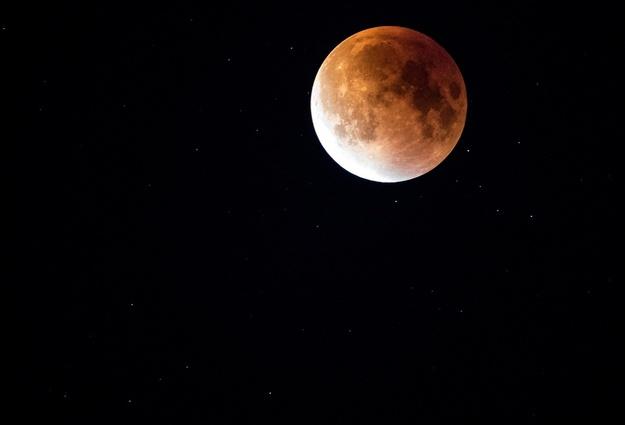 Жители России смогут наблюдать два лунных затмения в нынешнем 2017г