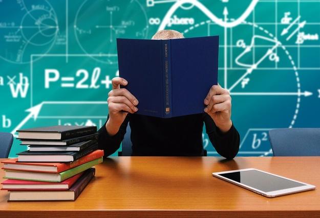 Шесть процентов выпускников институтов Коми «оседают» в северной столице