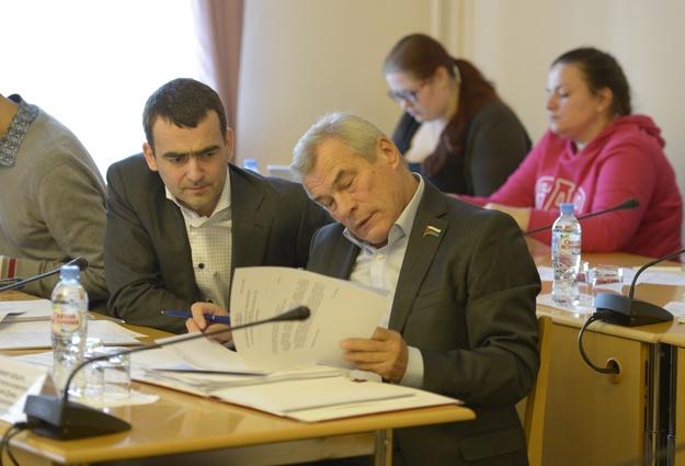Омских пожилых людей заставляют платить налог наквартиру