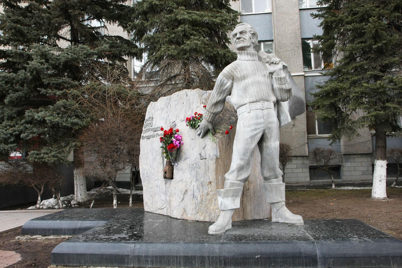 Ваза. Габбро-диабаз Азнакаево Эконом памятник Башня с профильной резкой Кола